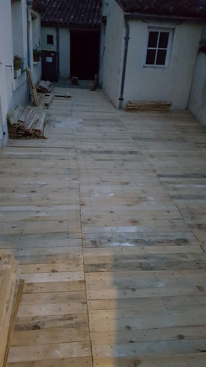 diy wood pallet floor