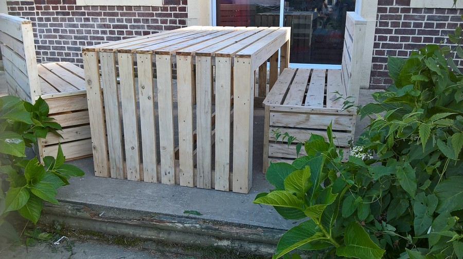 pallet made table with benches