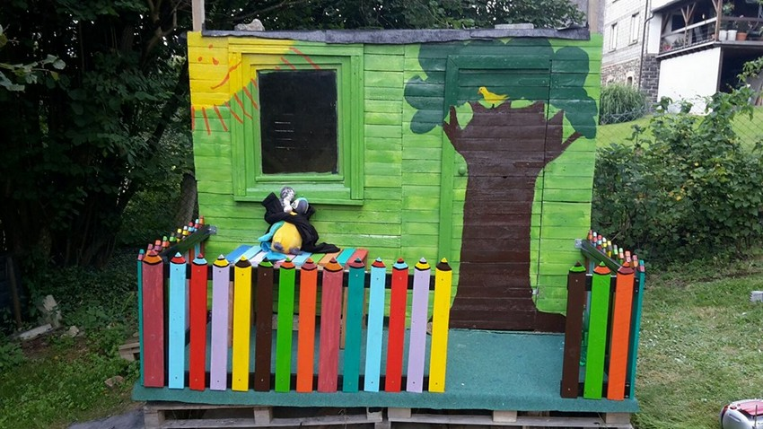 pallet playhouse in garden for kids
