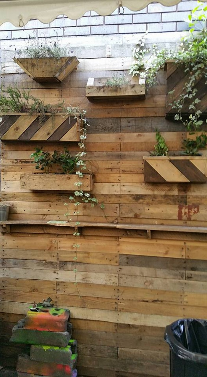 pallet wall planting