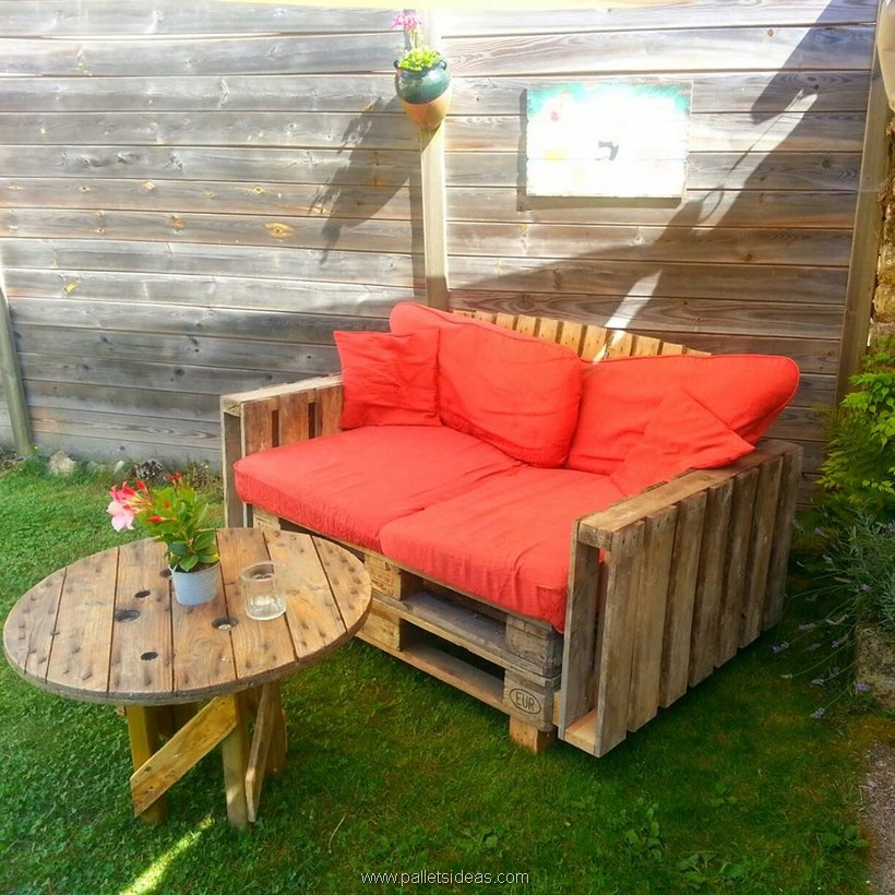 pallet wood garden couch with table