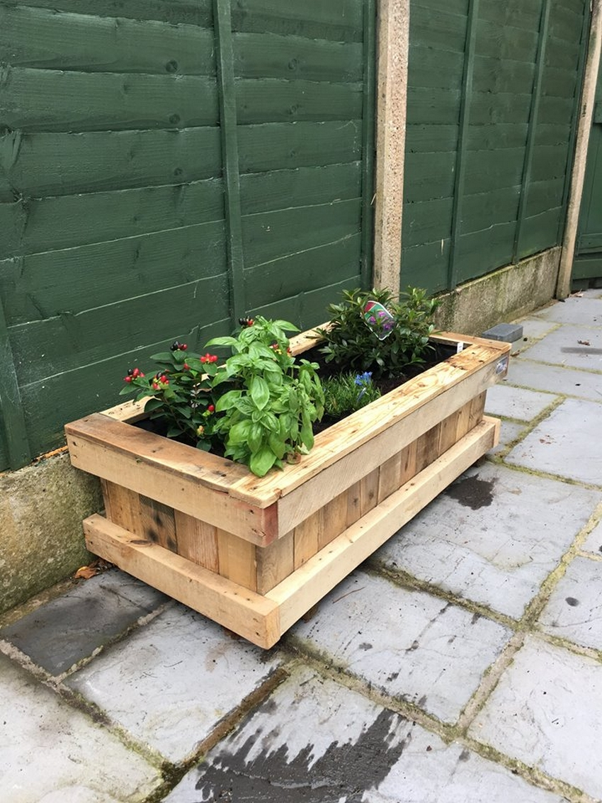 Repurposed pallet wood planter pallet ideas recycled for Making planters from pallets