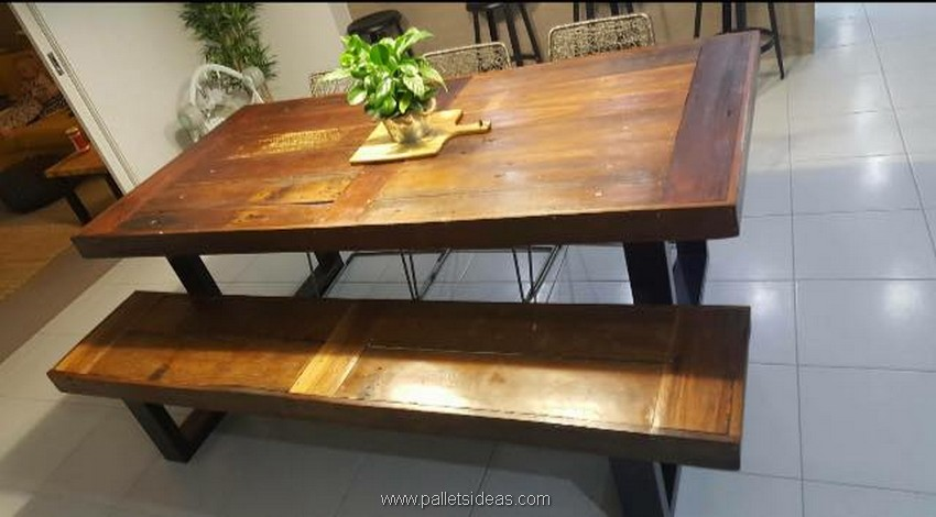 reclaimed pallet dinning table
