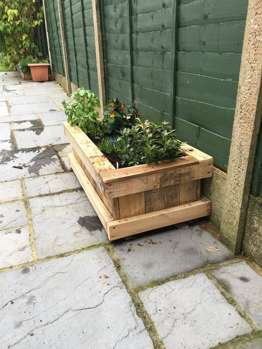 reclaimed pallet planter
