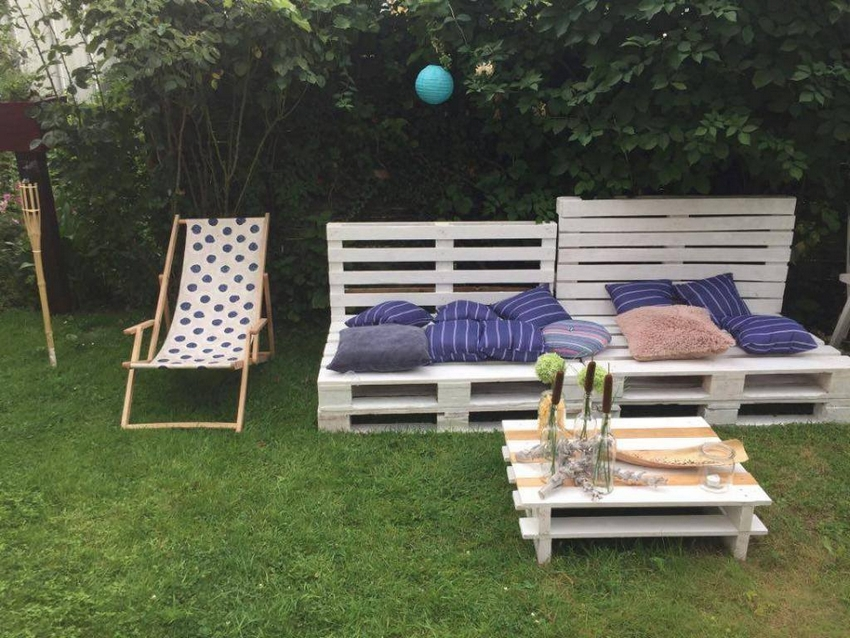 recycled pallet benches with table