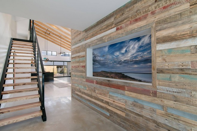 recycled pallet wall works