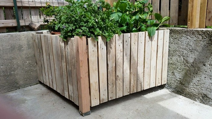 recycled wood pallet planter
