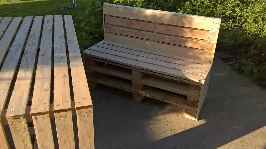 repurposed patio pallet bench