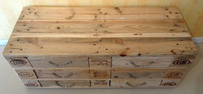 reused pallet wood chest