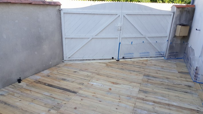 wooden pallet floor