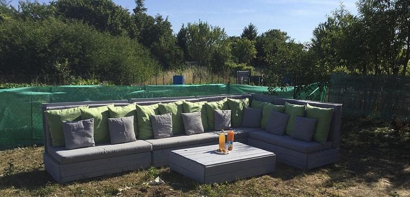 wooden pallet garden couch
