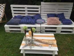 Decorated Pallet Garden Benches with Table