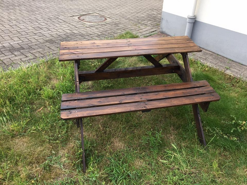wooden pallet picnic table