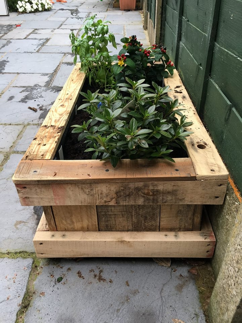 Repurposed pallet wood planter pallet ideas recycled for Repurposed pallet projects