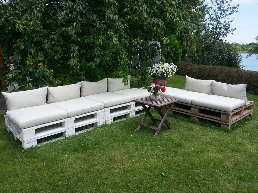 garden furniture out of pallet wood
