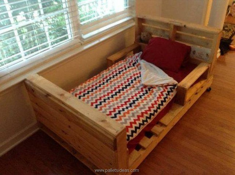 kids bed out of pallets