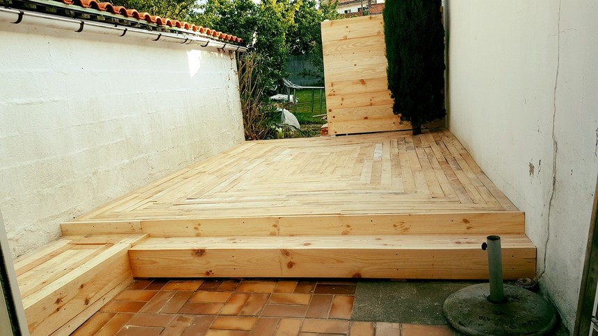 outdoor flooring with pallets