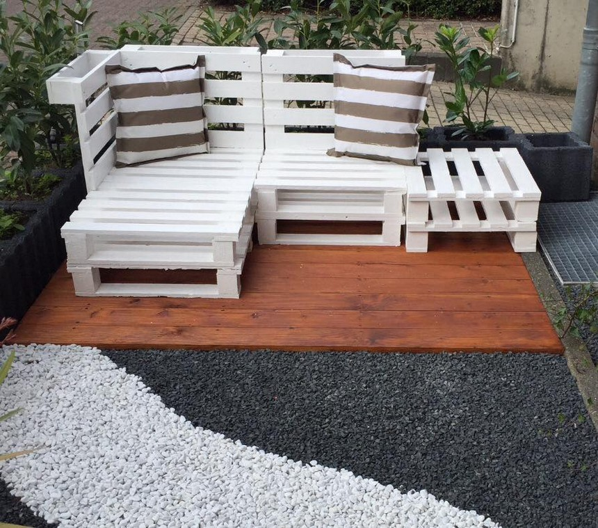 pallet garden seating idea