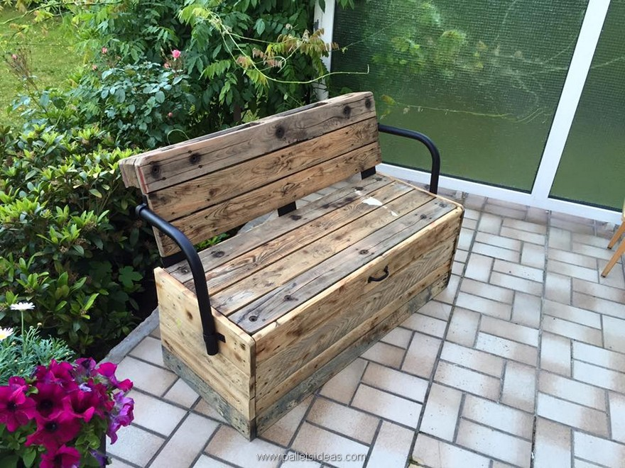 Reclaimed garden pallet bench pallet ideas recycled - Naturewood furniture for both indoor and outdoor sitting ...