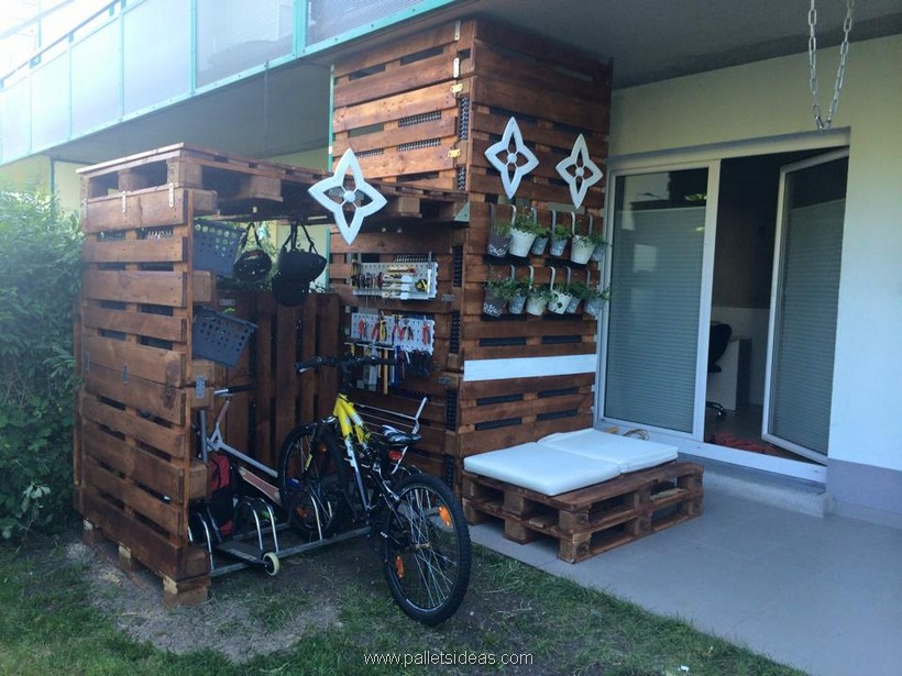pallet recycling idea for patio