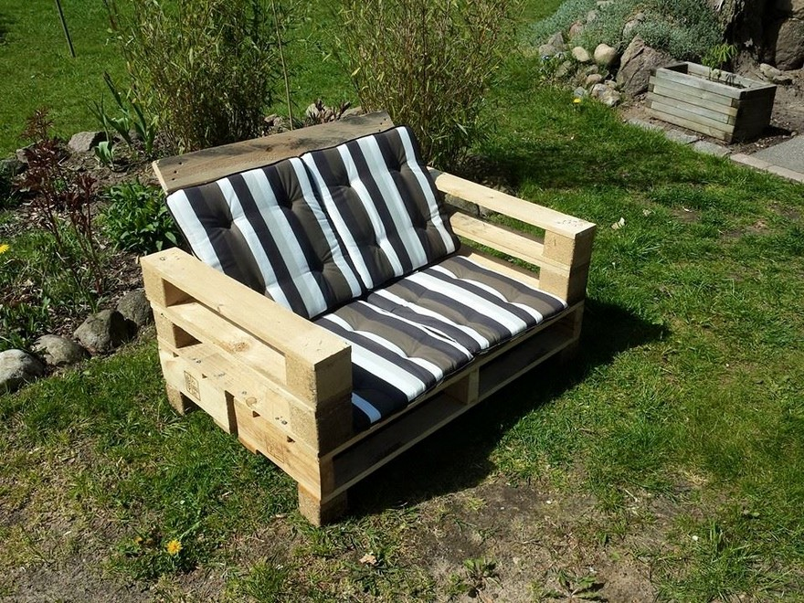 pallet wood patio couch