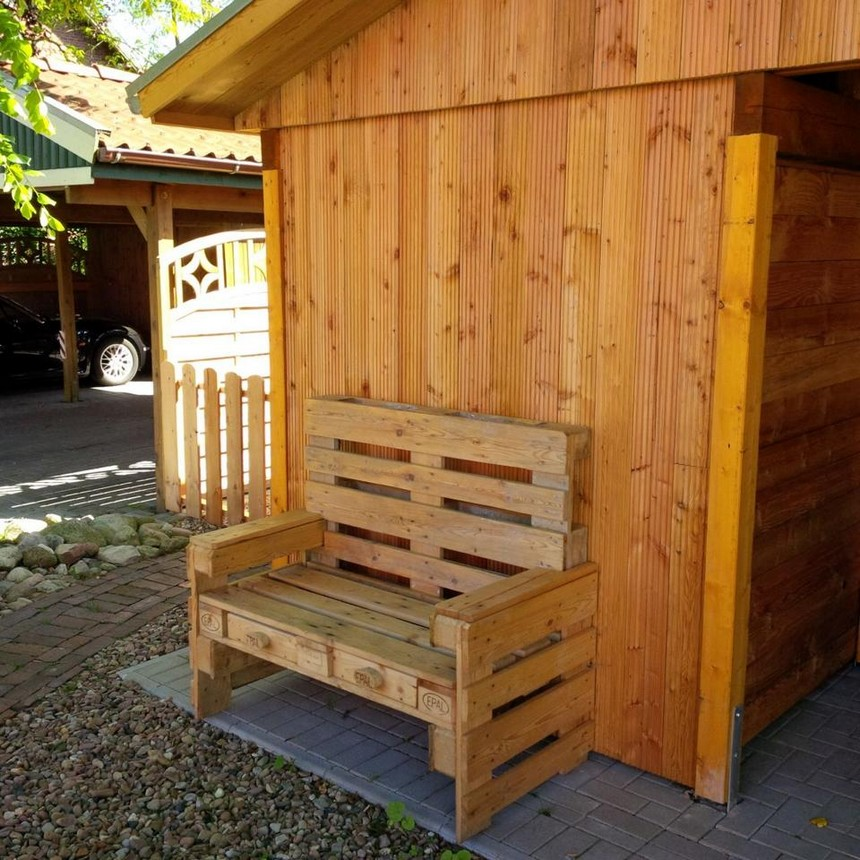 patio pallet bench