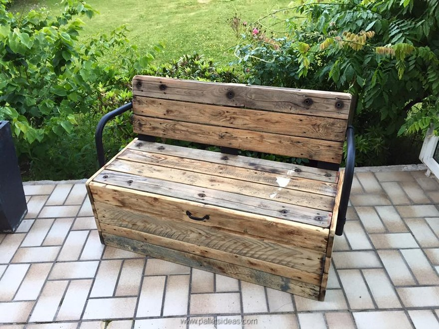 reclaimed wood pallet bench