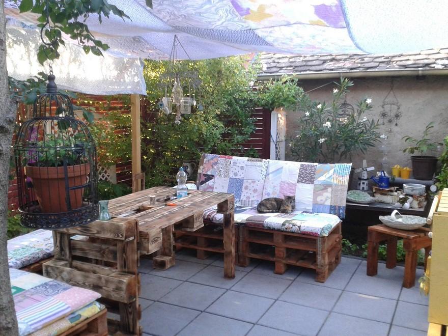 wood pallet lounge