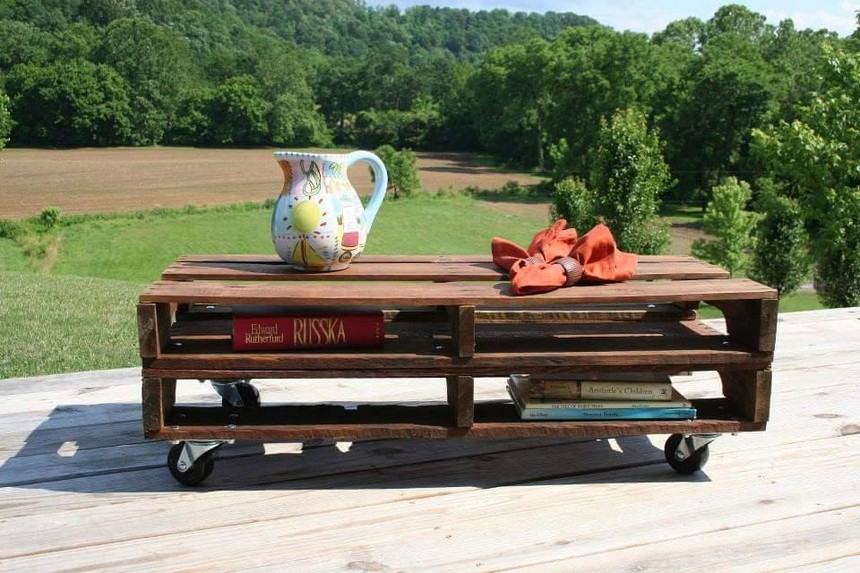 wood pallet outdoor table