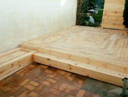 DIY Pallet Outdoor Flooring