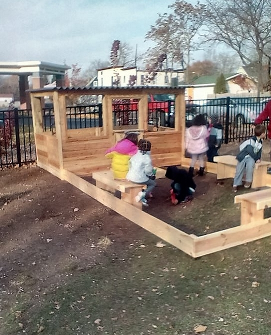 pallet-kids-playhouse
