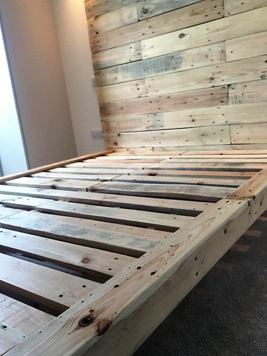 recycled-pallet-bed-frame