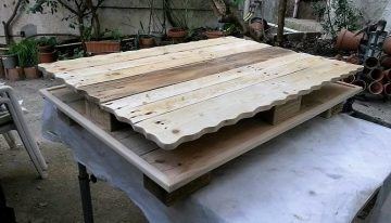 Repurposed Wood Pallet Table
