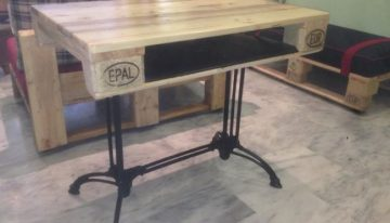 Vintage Legs Pallets Table