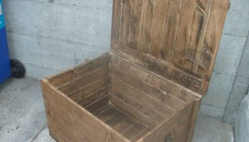 Pallets Made Large Vintage Oak Style Chest