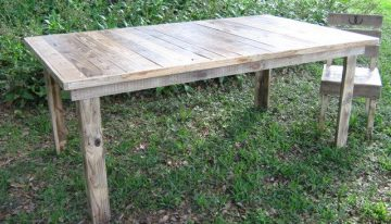 Pallets Made Farmhouse Table And Chair