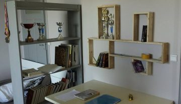 DIY Pallets Room Decor Shelf