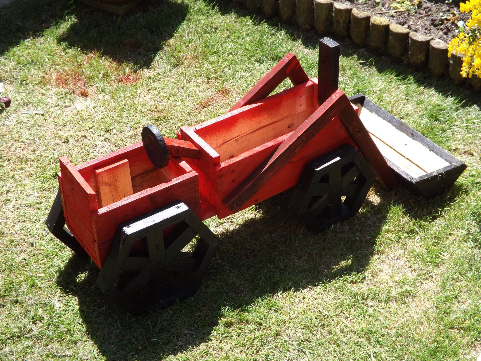 Pallets Made Planter Tractor | Pallet Ideas: Recycled ...
