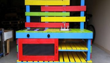 Outdoor Pallets Kitchen Unit for Kids