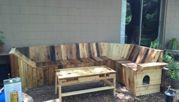 DIY Pallets Patio Corner Bench with Table