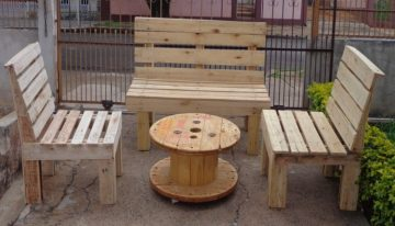 Pallets Cable Drum Table and Chairs