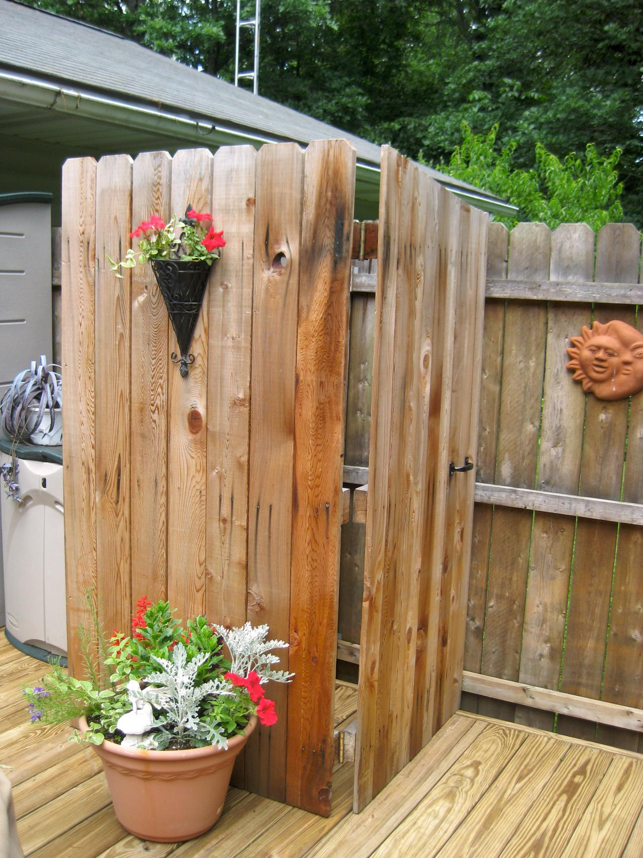 Pallets Made Outdoor Bathing Shower Ideas | Pallet Ideas ...