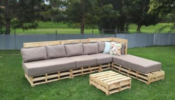 Patio Pallets Made Seating with Coffee Table