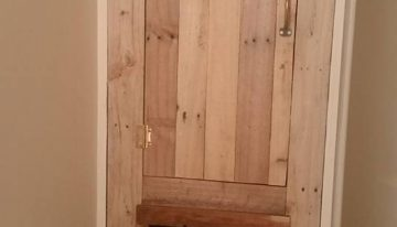 Bathroom Storage Made with Pallets Wood