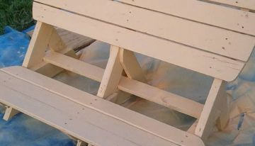 DIY Cute Pallets Made Garden Bench
