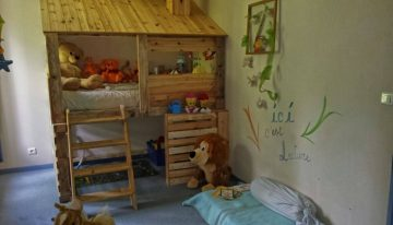 DIY Pallets Log Cabin Kids Bed