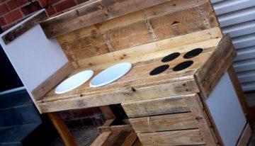 Reclaimed Pallet Mud Kitchen