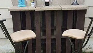 Pallet Outdoor Bar with Table