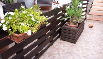 Pallet Garden Fence with Planter