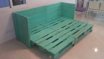 Movable Sofa Bed Out of Pallet Wood
